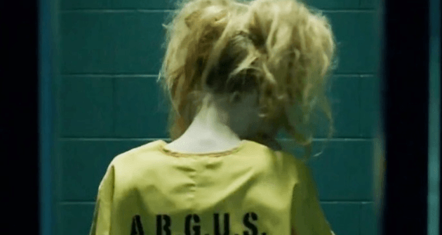 Auch ein Rücken kann entzücken: Harley Quinn in Arrow - via dailysuperheroes.com
