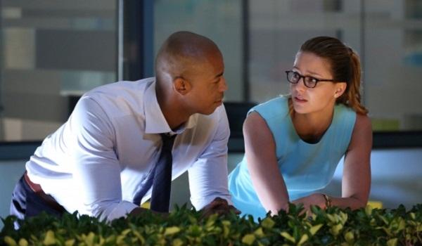 Jamaes Olsen gets a bit jealous in Supergirl/The Flash crossover
