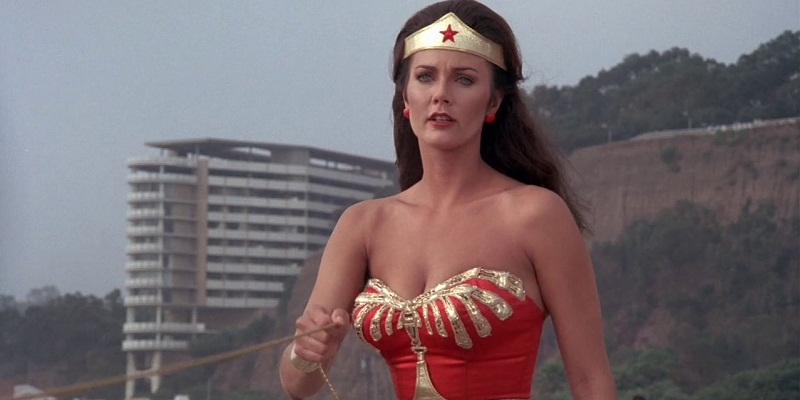 Lynda Carter is coming to Supergirl
