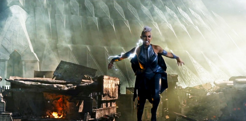 What is that giant thing in the background? Is Storm protecting it? Did the X-Men bring the fight to Apocalypse's lair?