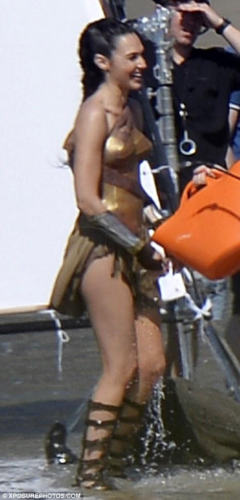 Wonder Woman set photo 10