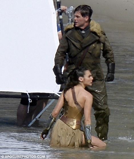 Wonder Woman set photo 3