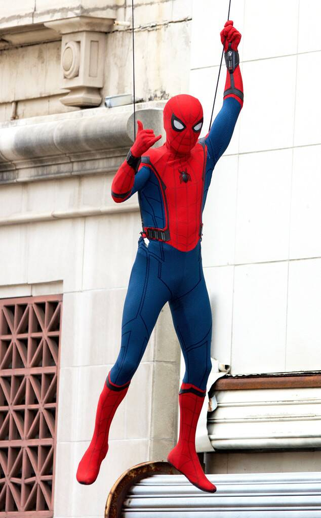 A new photo from Spider-Man: Homecoming set featuring the titular superhero!