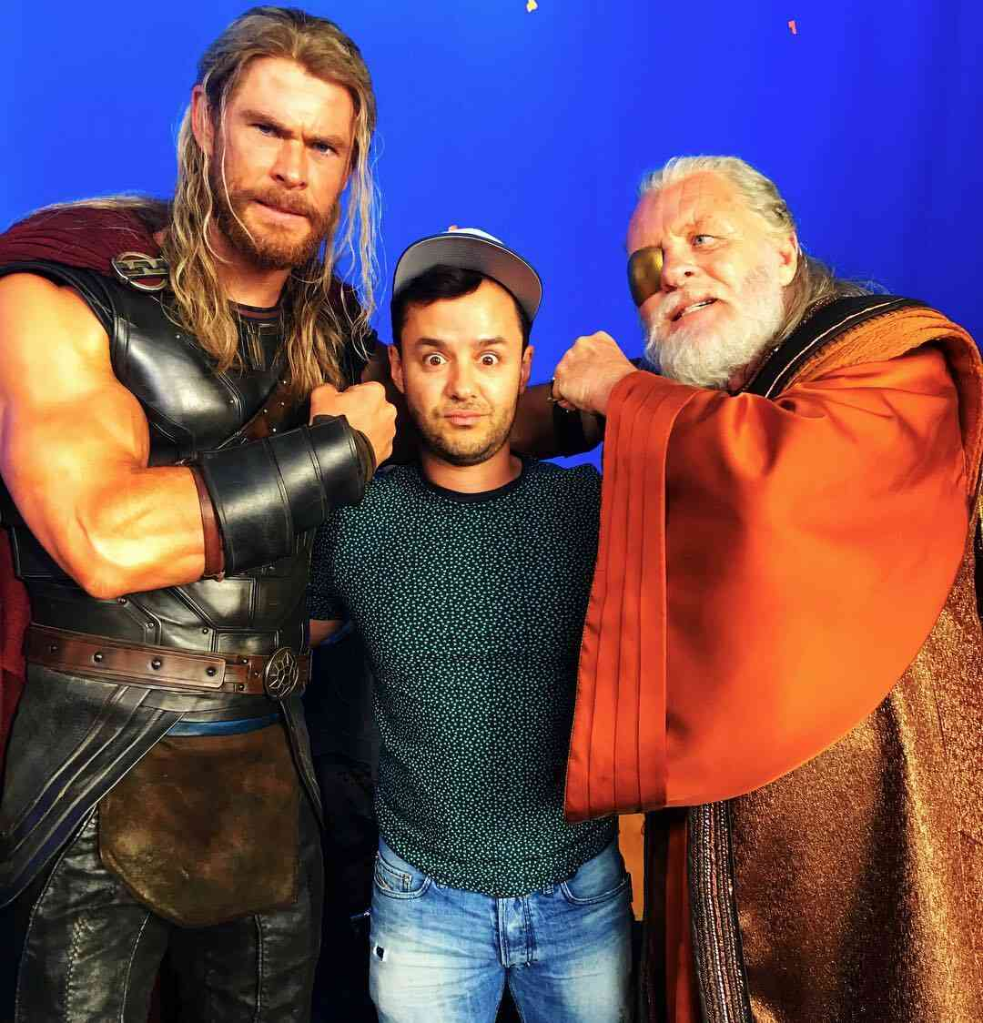 Odin is surely not wearing his battle suit here!