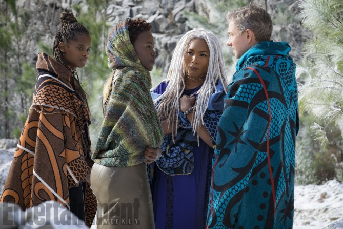 Shuri, Nakia and Ramonda meeting Ross in M'Baku's territory