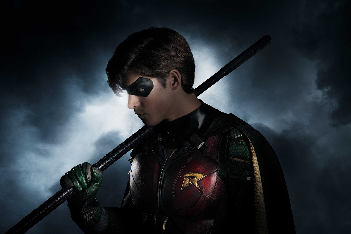 Official look at Brenton Thwaites as Robin