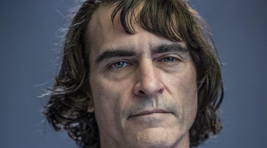 Joker director introduces us to Joaquin Phoenix as Arthur Fleck!