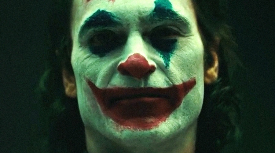 Joker camera test shows off Joaquin Phoenix in full clown makeup!