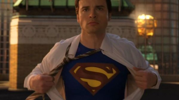 Tom Welling revealing his Superman costume in the final scene of Smallville